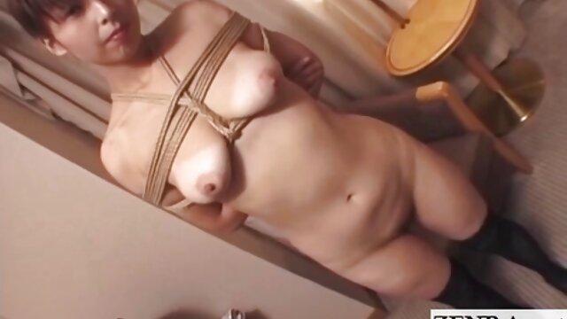 Pengasuh dengan payudara besar itu menyebalkan. sex bokep live