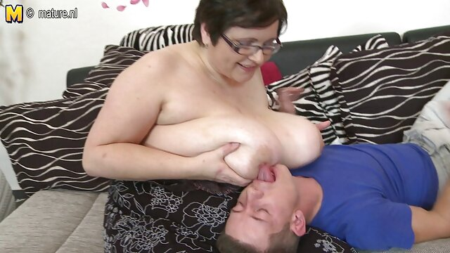 Menjilat vagina dengan hati-hati bokeb bigo