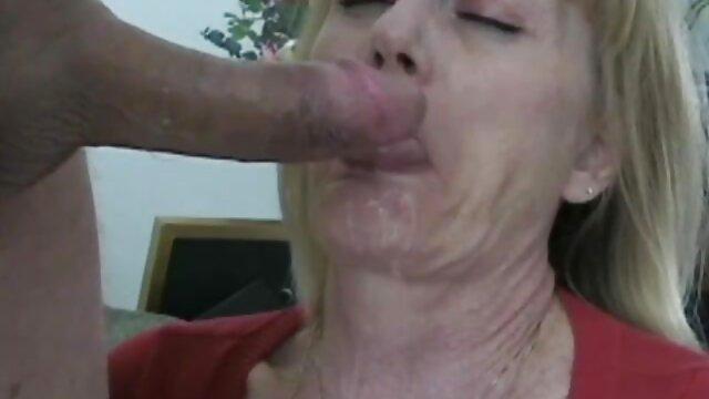 Kekasih hits bokep live show seorang wanita Seks di depan kamera suaminya.
