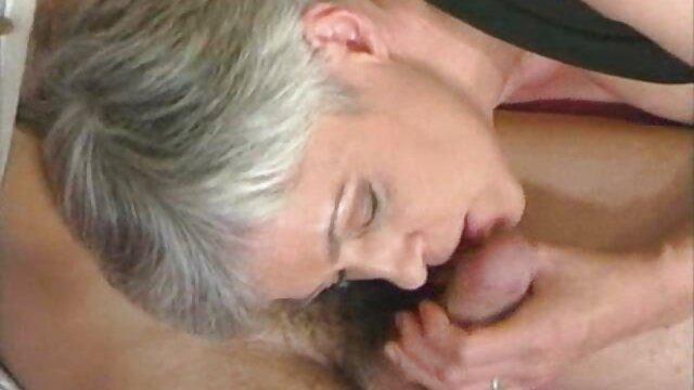 Gairah seks dari seorang pria kulit putih dengan India yang subur bokep colmek bigo