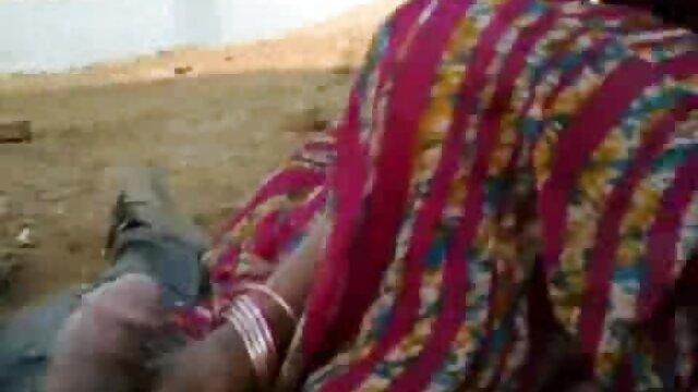 Manusia mengajarkan mahasiswa gudang bokep live Asia cara menelan penis.
