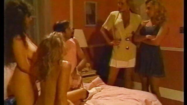 Wanita hidung belang bokep online live dengan memayalkan vagina dengan pisang sampai orgasme