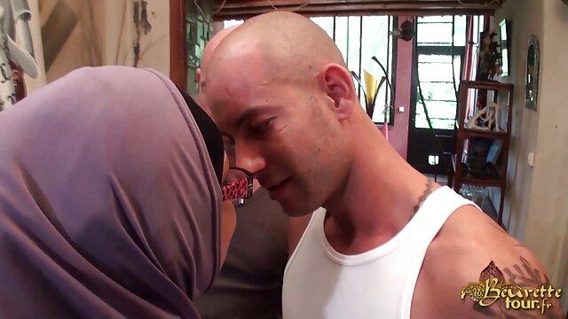 Oral seks bokep miss kay live dengan gothic di kamera berakhir dengan seks anal