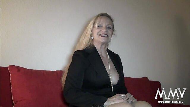 wanita cantik bokep xnxx live berambut pirang yang cantik.