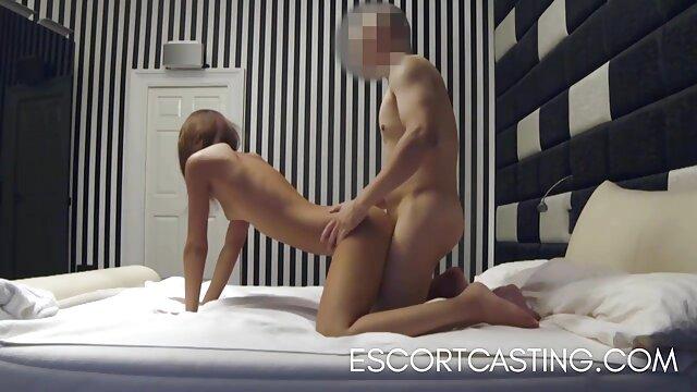 Wanita dengan vagina berbulu fucks seorang pria kulit hitam di dapur panas bokep live me video