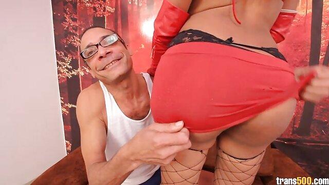 Dibayar untuk seks bokep live sange kurus hitam pelacur dengan vagina berbulu