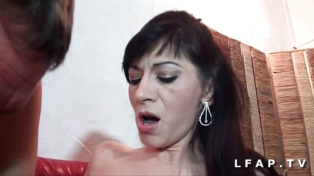 Kencing kencing gogo live masturbasi di wajah gadis