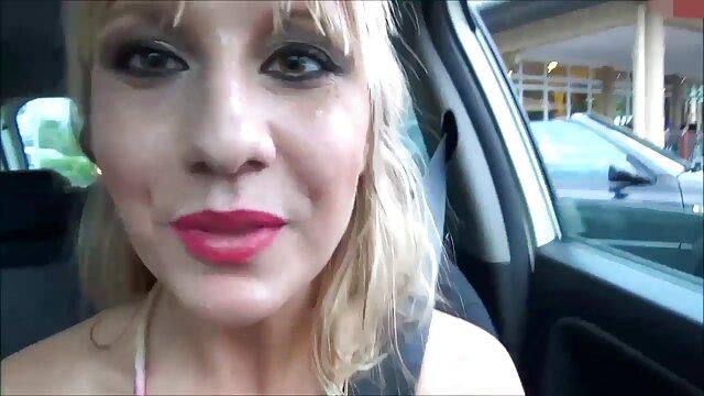 Ikatan Outdoor dan pakaian tersumbat didominasi oleh sub sex bokep live Caroline Pierce